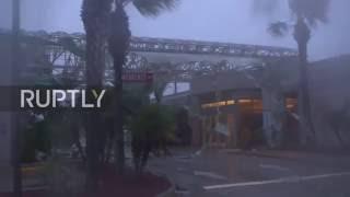 New Smyrna Beach (FL) United States  City new picture : USA: Hurricane Matthew lashes Florida coast and continues northwards