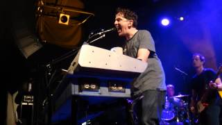 They Might Be Giants  <b>John Linnell</b> Discusses Tigers Milk Into Live Performance Of Answer