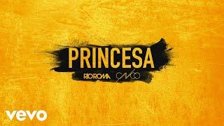 Lista Oficial Spotify: http://smarturl.it/rrplaylistspo Consigue Princes feat. CNCO: http://RioRoma.lnk.to/Princesa VEVO: http://smarturl.it/rioromavevo Sitio Oficial: http://rioroma.mx Facebook: http://facebook.com/rioromamx Twitter: http://twitter.com/rioromamx Instagram: http://instagram.com/rioromamxMás de Río RomaMe Cambiaste La Vida: http://smarturl.it/rrmecambiastevid Por Eso Te Amo: http://smarturl.it/rrporesovid Hoy Es Un Buen Día: http://smarturl.it/rrhoyesunvid   PRINCESAEres lo primero que yo pienso cuando alguien me dice pide un deseoEres tú quien causa que sonría como tonto cuando dices te quieroQué bueno que los pensamientos no se venTe sudarían hasta las manos si vieras qué te quiero hacer Y ya séque estás aburrida de promesas incumplidas, de palabras y contratos de amores para un rato.Tengamos algo sin mentiras, poquito a poco, no hay prisa.Soy fan de tu belleza,cuidarte es mi promesa. Quiero que tú seas mi princesa,que sean mis labios sólo los que te besan. Tocar tu suave piel cuando la noche empieza hasta volverte mía, princesa.Habrá luna de miel cada vez que te vea,  hacerte muy feliz es lo que me interesa, estar dentro de ti y de tu cabeza, pues quiero que seas mi princesa, baby, quiero que seas mi princesa. Mueves tu cintura y yo empiezo a imaginarte haciendo locuras,  veo tu boquita y ya quiero enseñarle a hacer travesuras. Tú sigue bailando mientras sigo imaginando lo que hoy te voy a hacer llegando acasa, cuando nadie vea nadaTe explicarán mis manos que me encantas. Y ya sé que estás aburrida de promesas incumplidas,de palabras y contratos de amores para un rato.Tengamos algo sin mentiras, poquito a poco, no hay prisaSoy fan de tu belleza,cuidarte es mi promesa.  Quiero que tú seas mi princesa,que sean mis labios sólo los que te besan. Tocar tu suave piel cuando la noche empieza hasta volverte mía, princesa.Habrá luna de miel cada vez que te vea,  hacerte muy feliz es lo que me interesa, estar dentro de ti y de tu cabeza. ¿Sabes qué? Amo bes