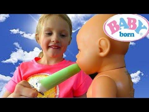 La Poupée BABY BORN mange Trop de GLACE