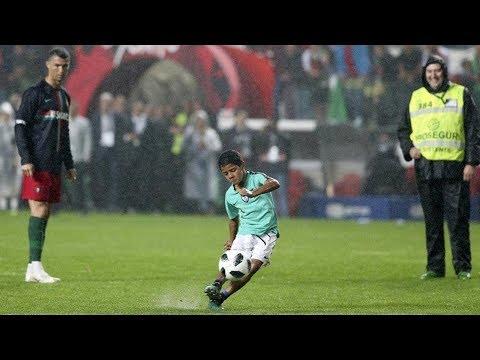 Ronaldo'nun Oğlu Ronaldo Jr.'in İnanılmaz Golleri ve Çılgın Futbol Becerileri - 2018 (видео)