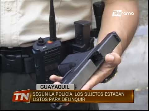 Detienen a 2 sujetos con un arma de fuego en Guayacanes