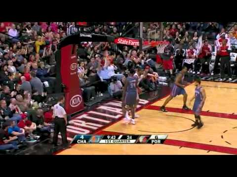 Nicolas Batum to LaMarcus Aldridge against Bobcats