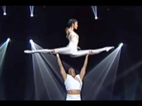 Quando Questa Ballerina Cinese Sale Sulle Spalle Del Compagno Il Pubblico Impazzisce