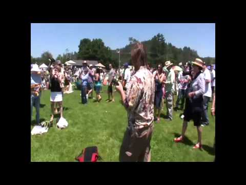 Ukulele Flash Mob Invades Beer Festival in California