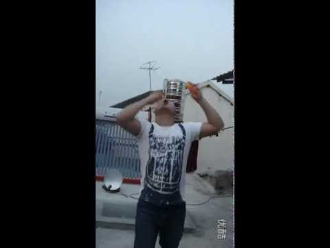 Entertainer Juggles 7 Balls with His Mouth − Video