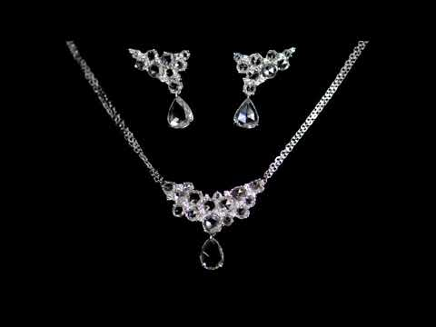 18k White Gold Diamond 9.87ct (TDW) Earrings and Necklace Set
