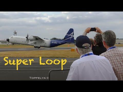 Транспортный самолёт делает мертвую петлю