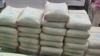 Économie, Seize dollars contre dix il y a quelques semaines, le prix du ciment gris reste élevé à Kinshasa, ce malgré la baisse de 50% de la taxe d'importation ...
