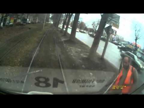 Авария трамвая и машины