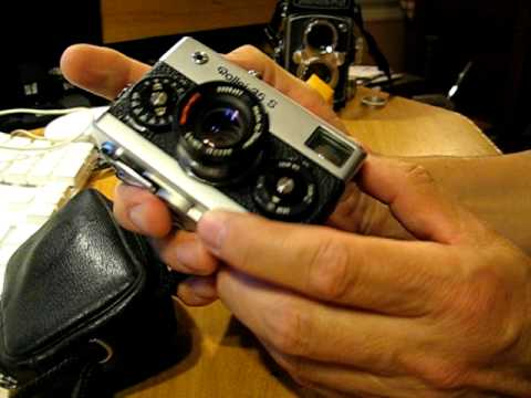 rollei - Here's how to load and operate the Rollei 35 S.