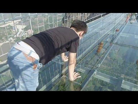cina, il ponte di vetro sospeso nel vuoto!