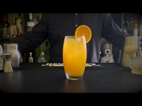 The Cocktail Club. How to make a Harvey Wallbanger. Recipe by Chino Márquez.