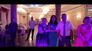 Дети танцуют подарок на свадьбу