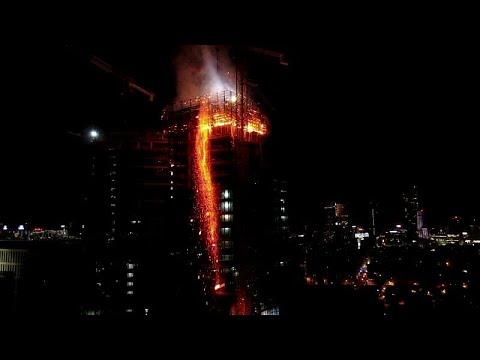 Polen: Wie eine Fackel - Hochhausbrand in Warschau