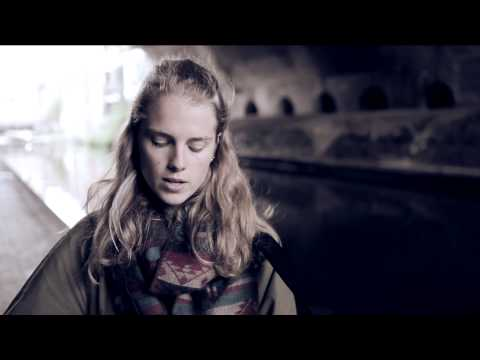 Marika Hackman - 'Itchy Teeth (acoustic)' [405 Premiere]
