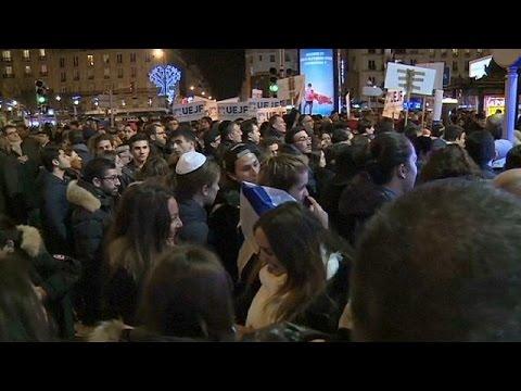 Παρίσι: Φόρος τιμής στα θύματα ένα χρόνο μετά το διήμερο του τρόμου