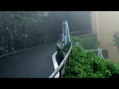 Maltempo a Como, la funicolare di Brunate avvolta dalla nebbia