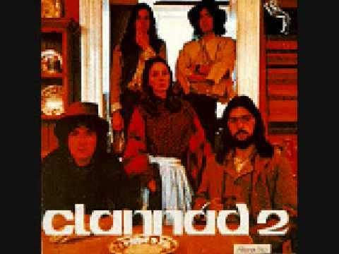 Tekst piosenki Clannad - Gaoth Barra Na dTonn po polsku