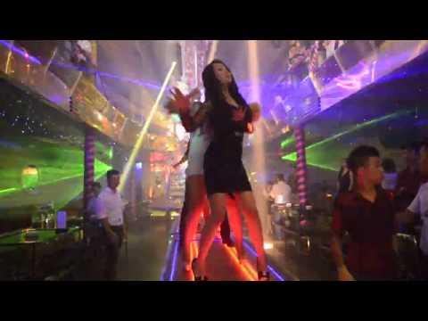 Các hot girl quẩy dẻo trong bar club part 3