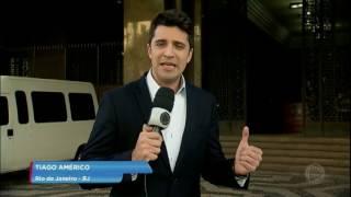A equipe de reportagem do Jornal da Record teve acesso ao vídeo, que foi gravado com um celular. No Presídio Evaristo de Moraes, na zona norte do Rio, cinco presos são flagrados usando um celular, comendo lanches e bebendo refrigerantes. Acompanhe!