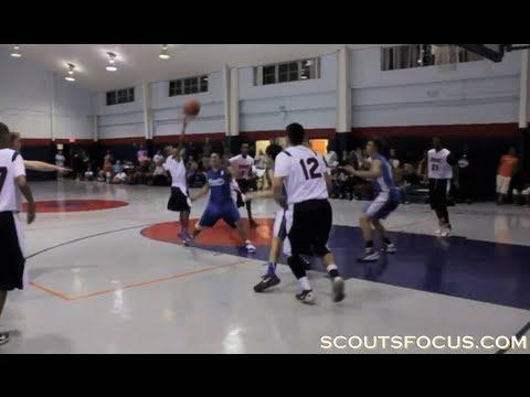 Una estrella de basket de secundaria de menos de metro y medio