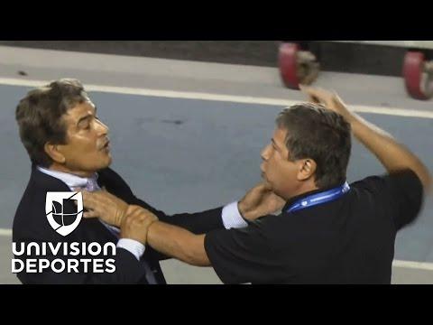 Policía tuvo que frenar pelea de Pinto y 'Bolillo' en Panamá