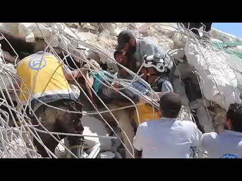 Συρία: Διάσωση ενηλίκων και παιδιών από τα ερείπια στην Ιντλίμπ…