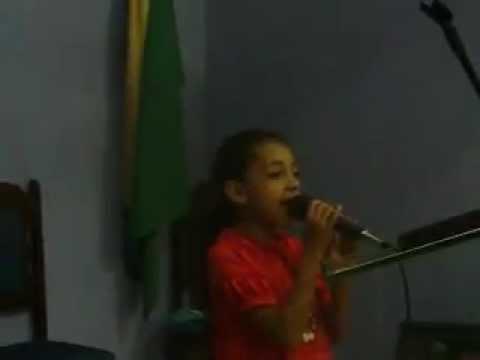 Mikaelle cantando