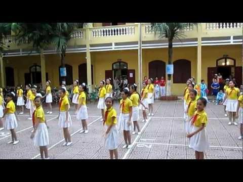 Dân vũ chú Ếch con trường THCS Lý Tự Trọng