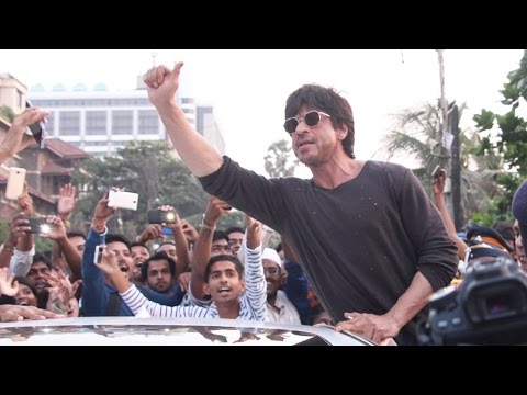 Shah Rukh Khan Lends Support To Bandra Bandstand B