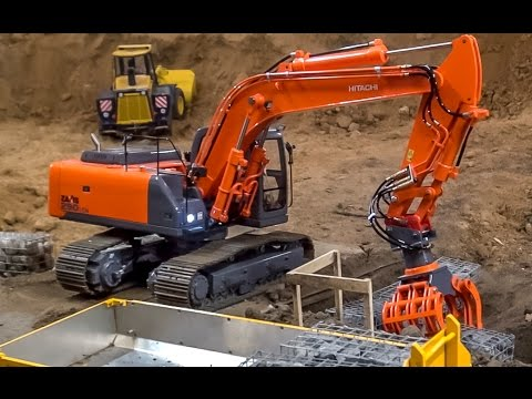 Truck and excavator working at the construction site! Nice RC ACTION!