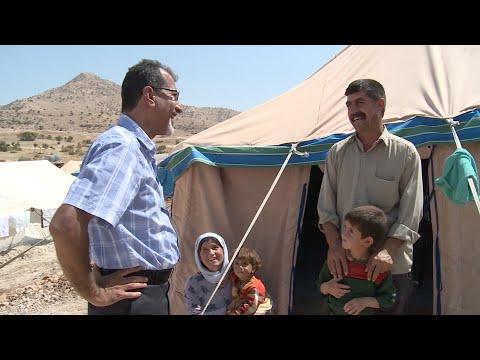 نازح ميسور يمد يد العون لنازحين جدد في العراق