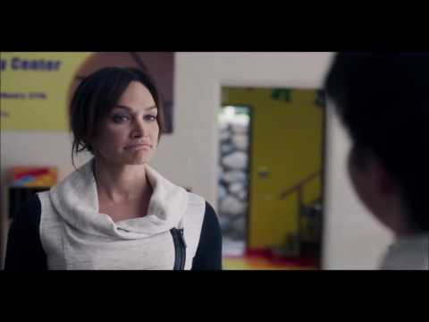 Nicole da Silva en Gortimer Gibbon's Life on normal street