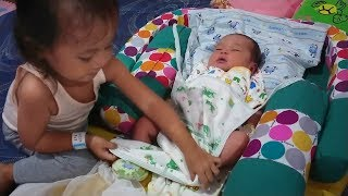 Video Begini Kalau Balita Lucu  Menjaga Dedek Bayi Tidur - dedek shindi MP3, 3GP, MP4, WEBM, AVI, FLV Juli 2018
