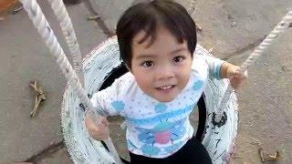 [Video] Minh Thư chơi xích đu – 22/12/2015