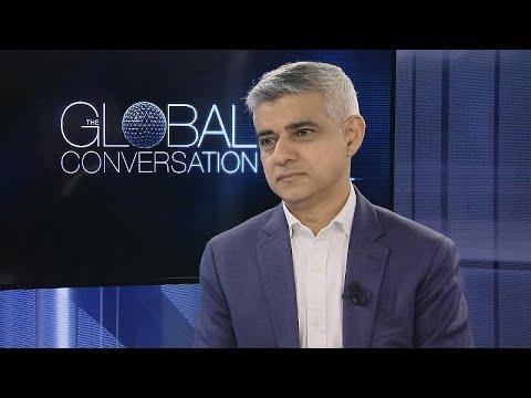 Ο δήμαρχος του Λονδίνου, Σαντίκ Καν στο Euronews