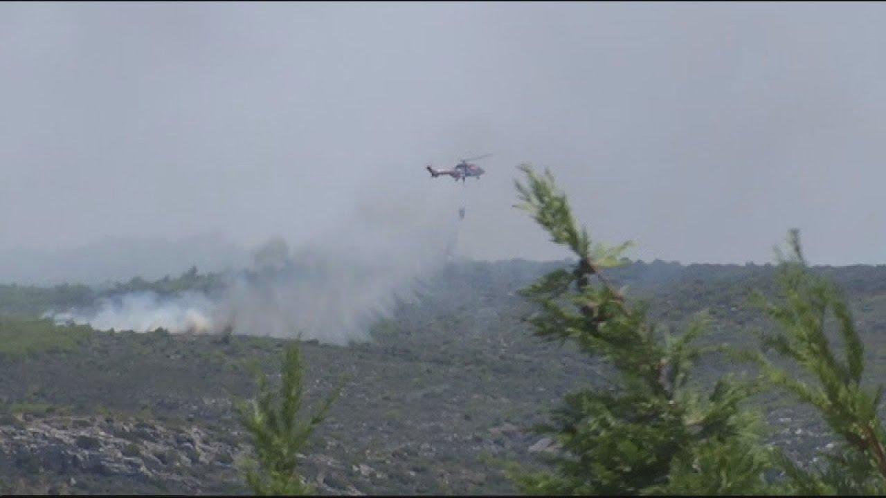 Λαύριο: Χωρίς ενεργό μέτωπο η πυρκαγιά, αλλά με πολλές διάσπαρτες εστίες