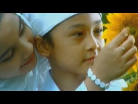 Download Lagu Opick Feat. Amanda - Alhamdulillah   Official Video Music Video