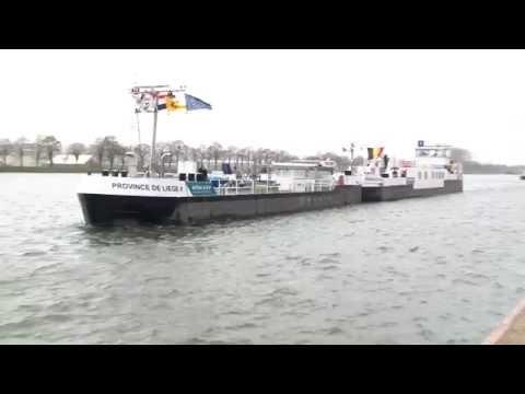"""Le bateau-école """"Province de Liège"""" inaugure l'écluse de Lanaye"""