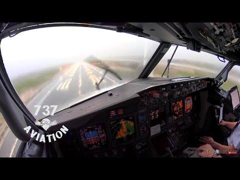 Lentokone laskeutuu hurjassa ukkosmyrskyssä