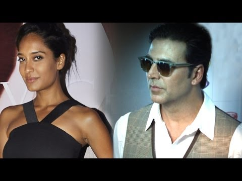 Did Akshay Kumar Pour Champagne Over Lisa Haydon?