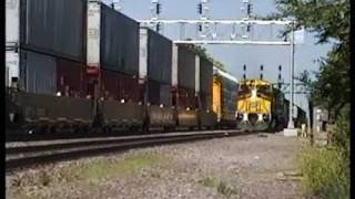 Video Vintage CNW@Elmhurst,IL NEW C44-9W and 2 GP7s/SD50 MP3, 3GP, MP4, WEBM, AVI, FLV Oktober 2018
