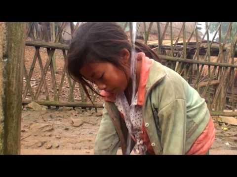 Ncig Tebchaws,  Tseem nco ntsoov lub neej Menyuam Yaus. Lot fun talking with Hmong kids