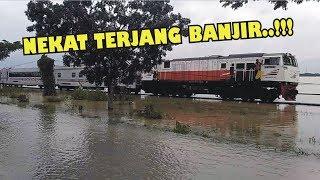 Video Heboh!! Kereta Api Argo Anggrek Nekat Terjang Banjir, Masinis Melambaikan Bendera Kuning MP3, 3GP, MP4, WEBM, AVI, FLV Juni 2018