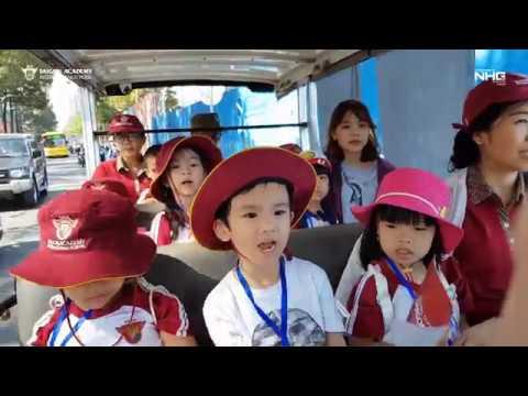 Saigon Academy   Sài Gòn đón Tết   Các bạn nhỏ Nguyễn Văn Hưởng tham quan Sài Gòn bằng xe bus điện