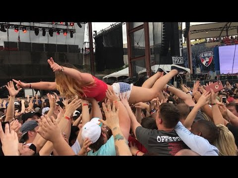 EdgeFest 2017 | She punched a guy in the mosh pit! (видео)