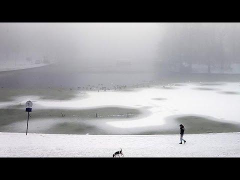 Στο έλεος του χιονιά η κεντρική Ευρώπη