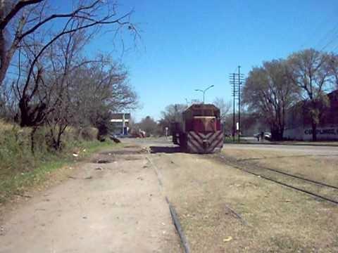 Locomotora del Belgrano Cargas en Direccion a Estacion Rosario Oeste