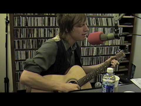 Landon Pigg - Falling In Love In A Coffee Shop - Live At Lighthing 100